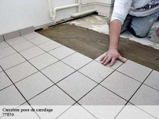 Pose de carrelage  77850